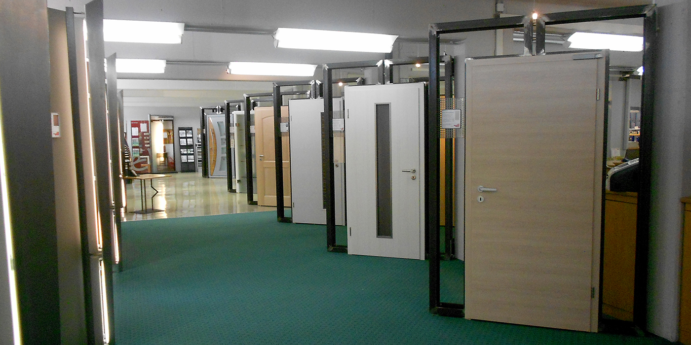 Türenausstellung  Entdecken Sie unsere Türenausstellung in Fulda - BAUWIKI