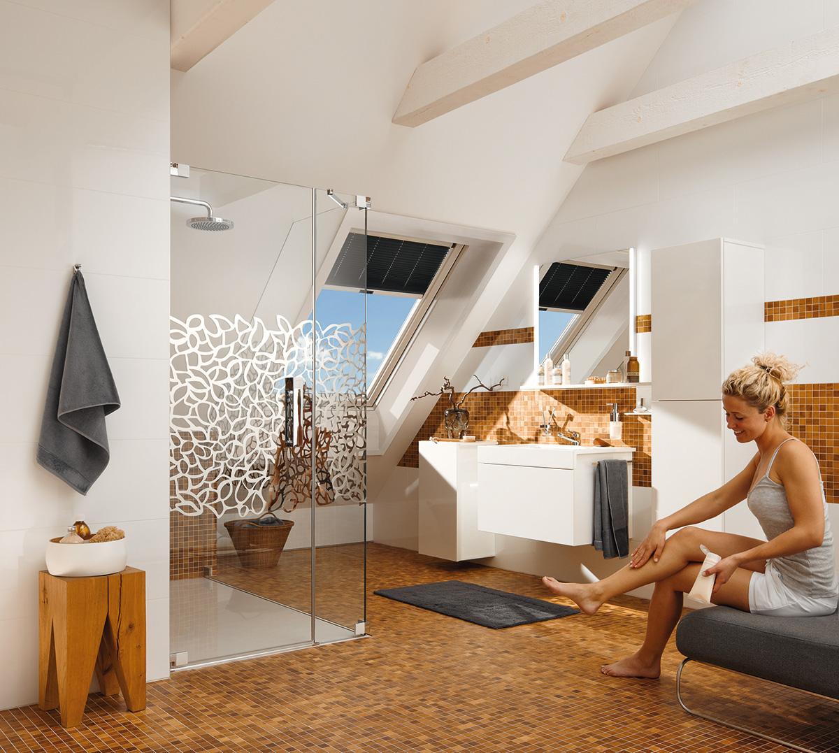 kunststoff klapp schwingfenster mit plissee als sichtschutz bauwiki. Black Bedroom Furniture Sets. Home Design Ideas