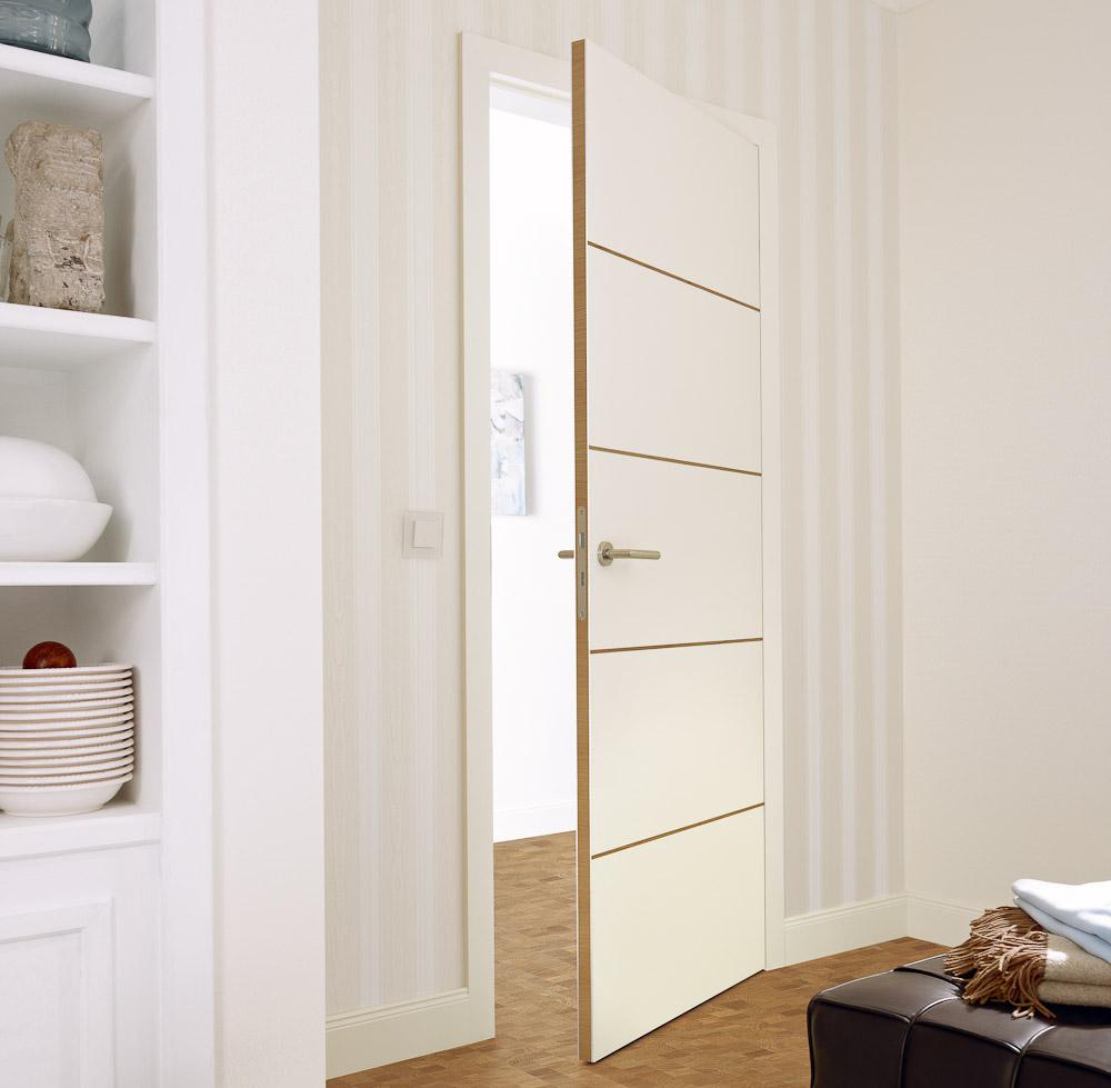 wei e moderne t re mit quer verlaufenden applikationen in buche und sandwichkante bauwiki. Black Bedroom Furniture Sets. Home Design Ideas