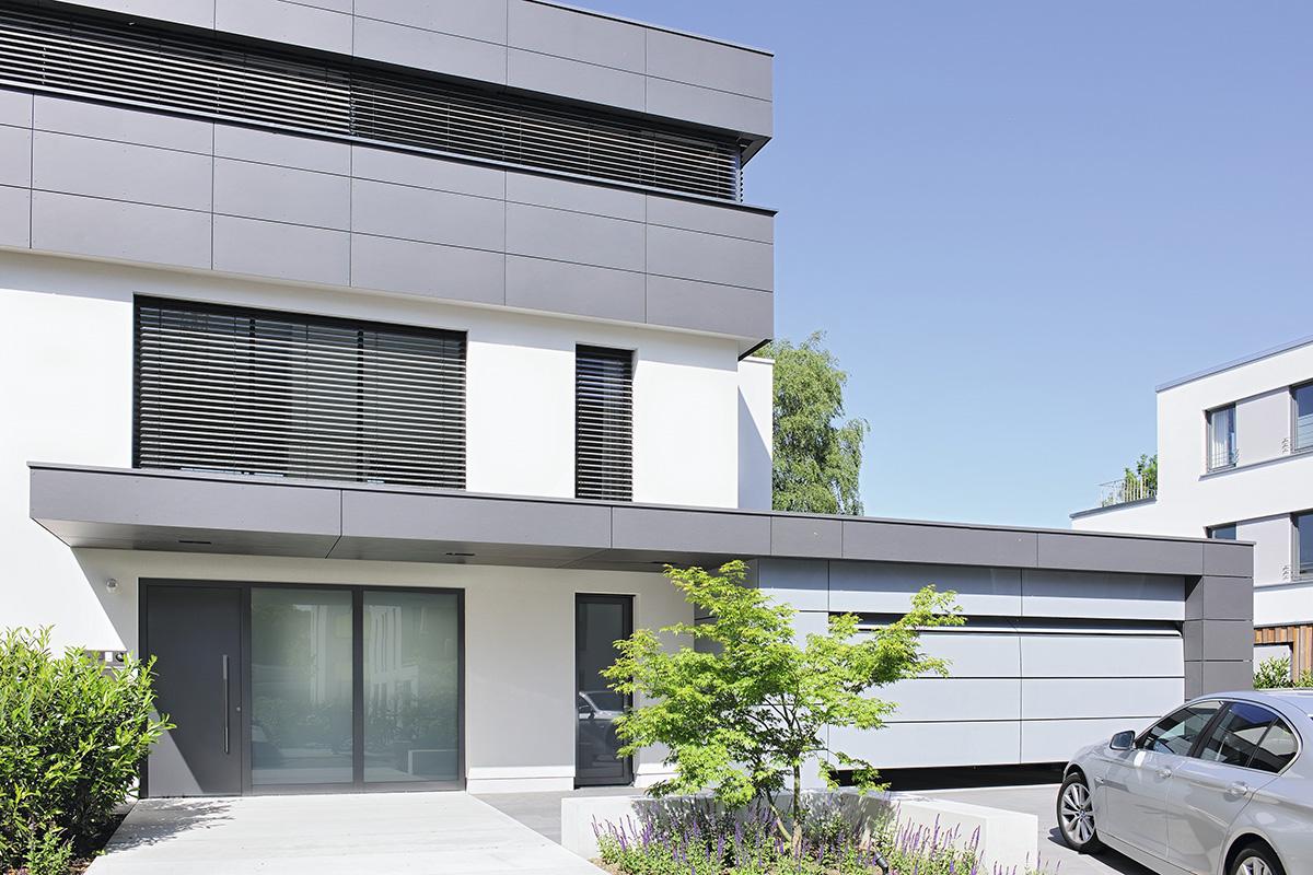 aluminium haust re in anthrazit mit zwei seitenteilen. Black Bedroom Furniture Sets. Home Design Ideas
