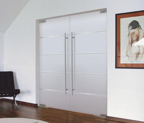 zweifl gelige mattglas t r mit quer verlaufenden klarglas streifen im modernen stil bauwiki. Black Bedroom Furniture Sets. Home Design Ideas