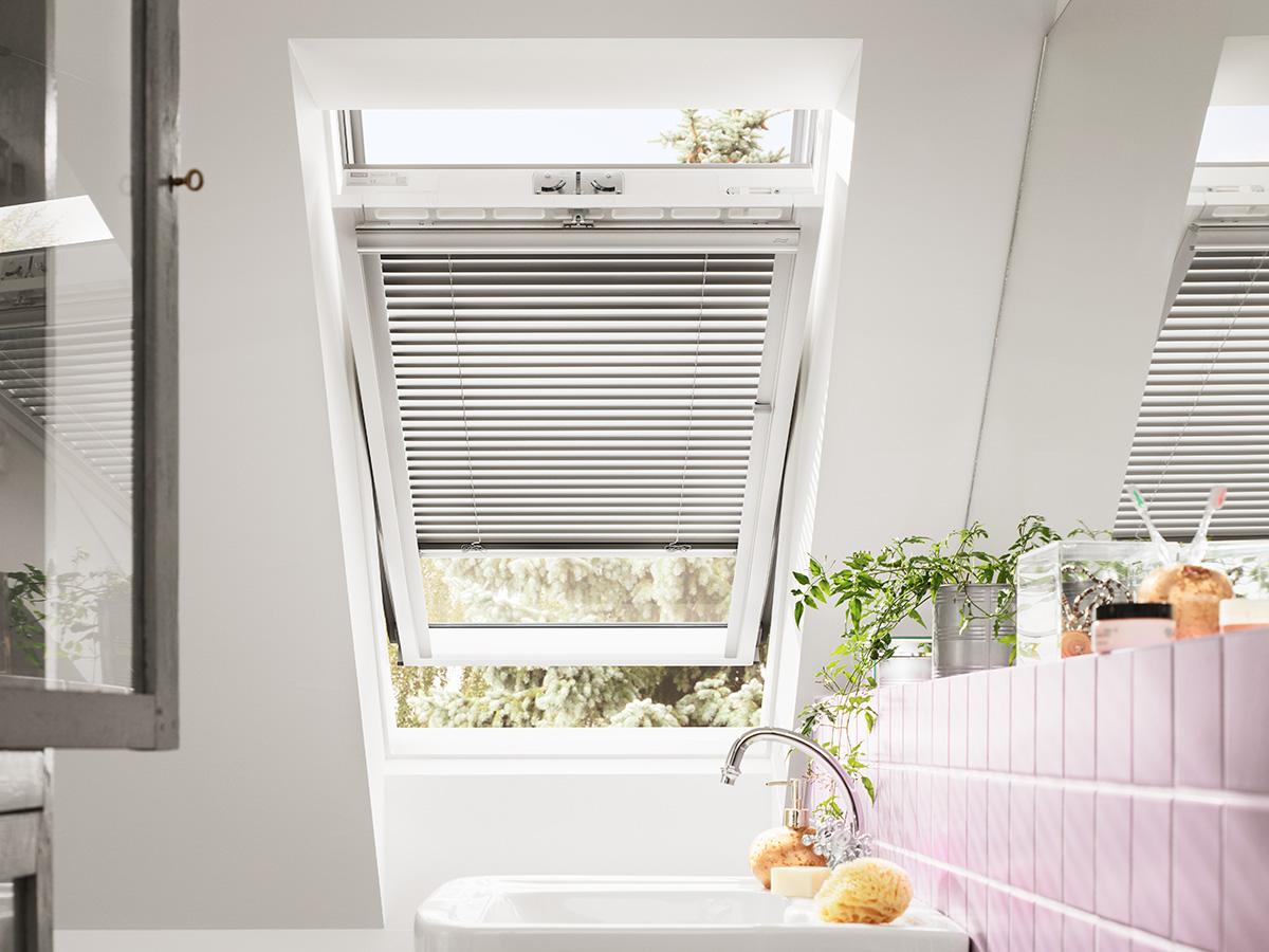 dachfenster mit jalousie im badezimmer bauwiki. Black Bedroom Furniture Sets. Home Design Ideas